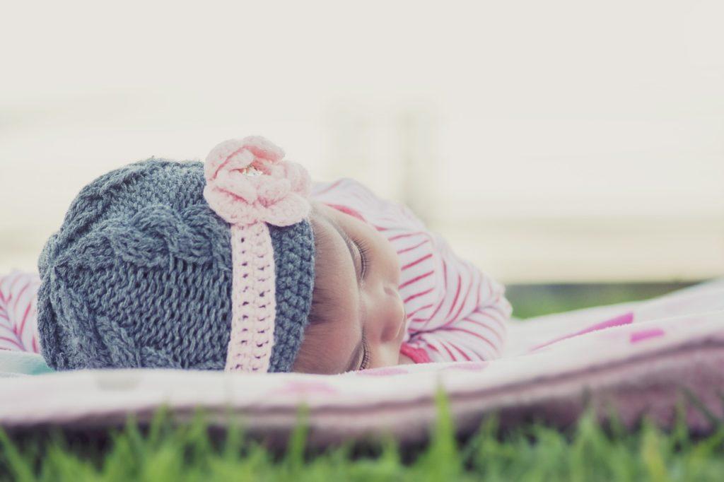 Девочка родилась в декабре, как назвать по гороскопу