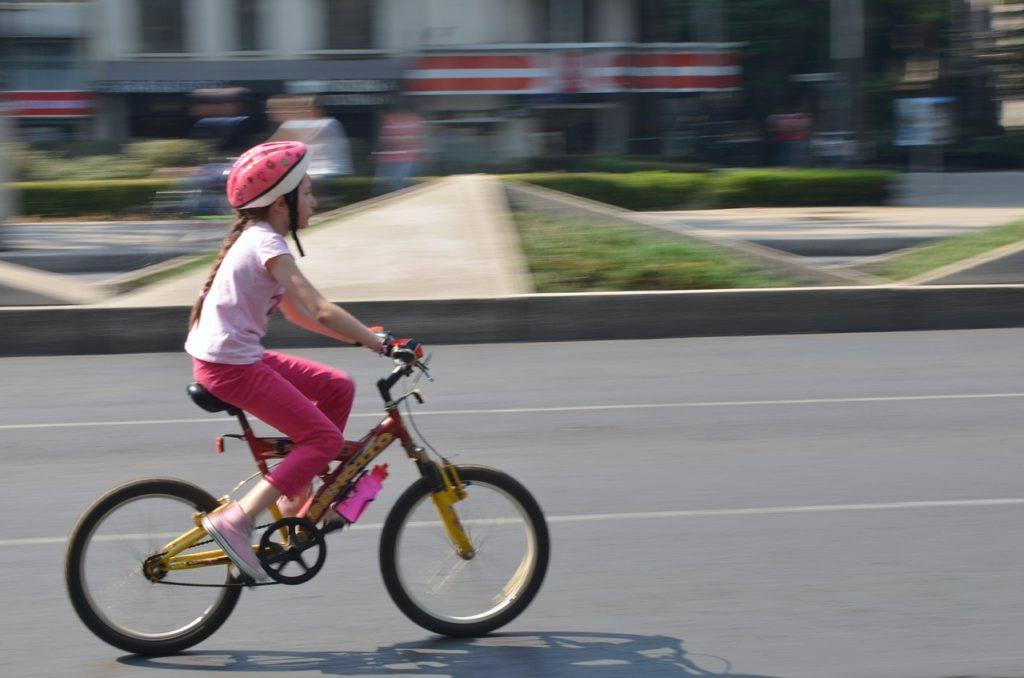 Как лучше научить ребенка ездить на велосипеде от шести лет и более