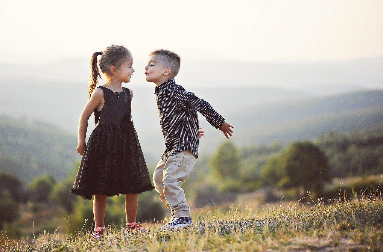 Ребенок влюбился, прогулки и свидания