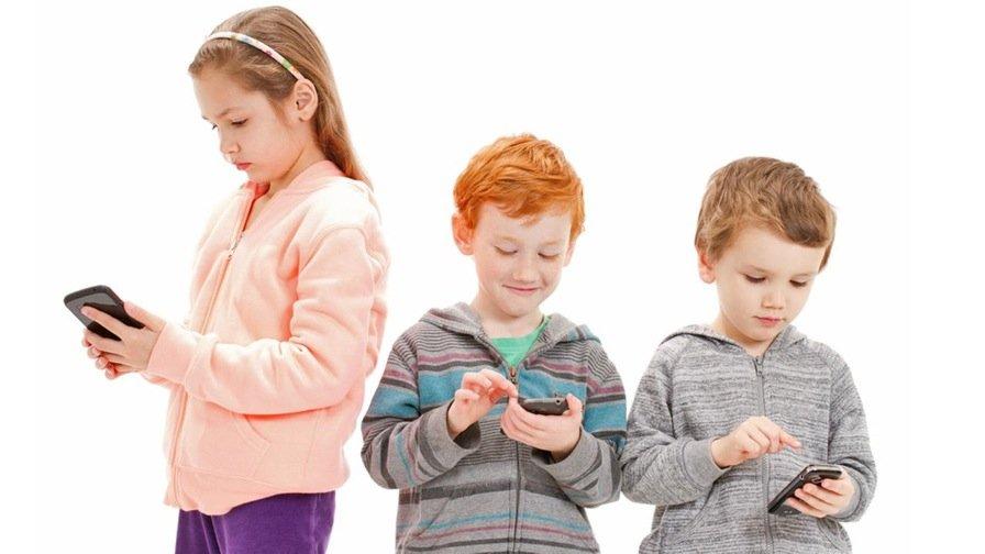 В чем вред мобильного телефона для ребенка