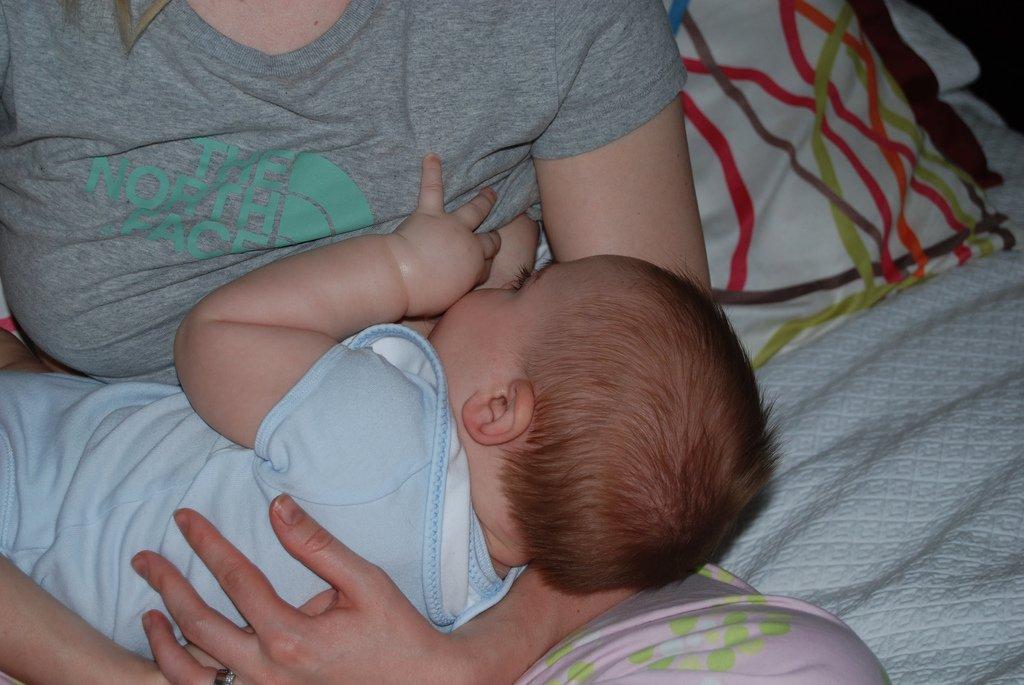 Отлучение ребенка от грудного вскармливания и детский сад