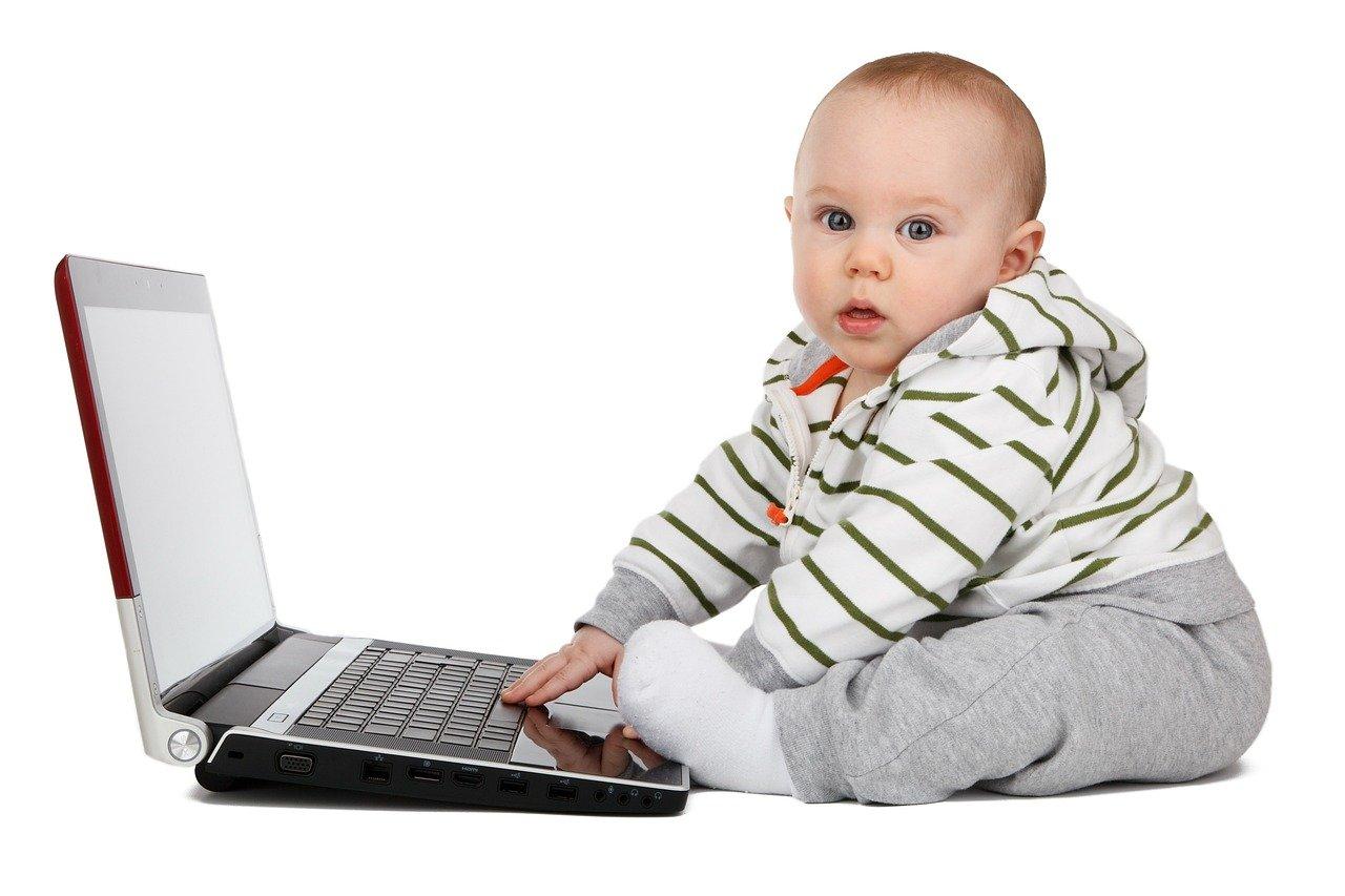 Что делает ребенок в год и три месяца