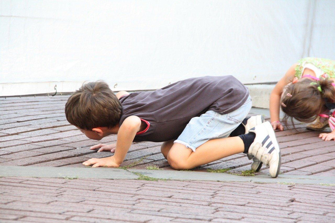 Болят колени у подростка что делать