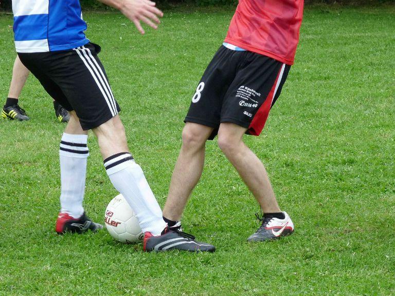 Болят колени у подростка спортсмена