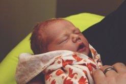 Почему новорожденный часто чихает без причины