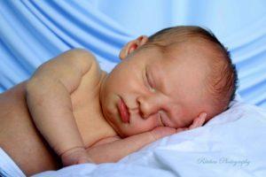 Что можно дать новорожденному от коликов