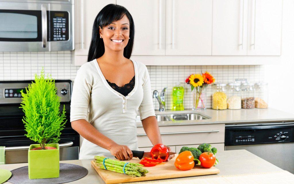 Как избавиться от мошек на кухне в домашних условиях