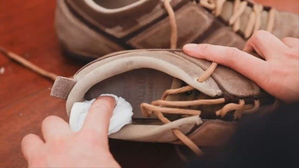 Как избавиться от запаха пота в обуви
