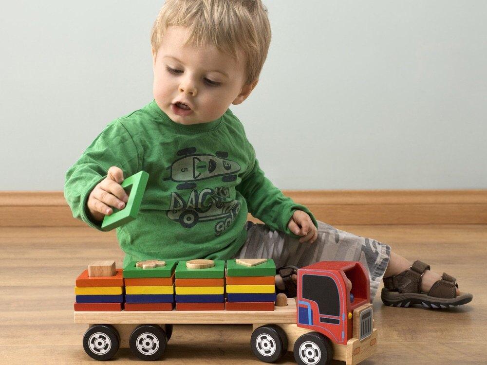 Что должен уметь мальчик в 1 год и 4 месяца