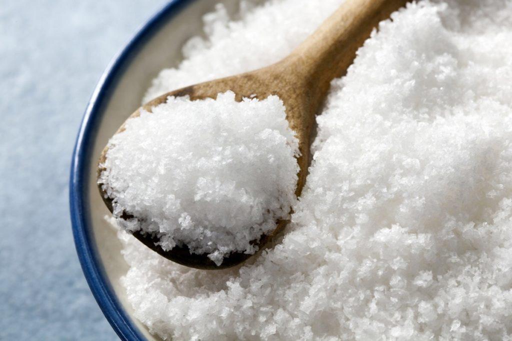 Как правильно промывать нос солью при гайморите