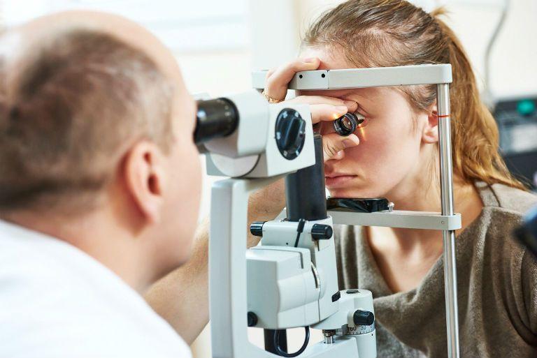 Ячмень на глазу причины появления и лечение у кормящей матери