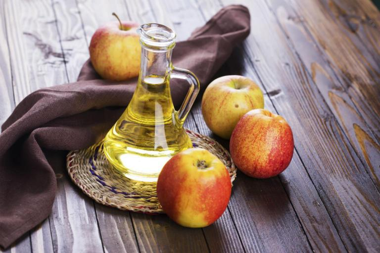 Как лечить варикоз яблочным уксусом у мужчин и женщин