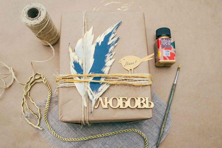 Как красиво упаковать подарок без двухстороннего скотча в подарочную бумагу