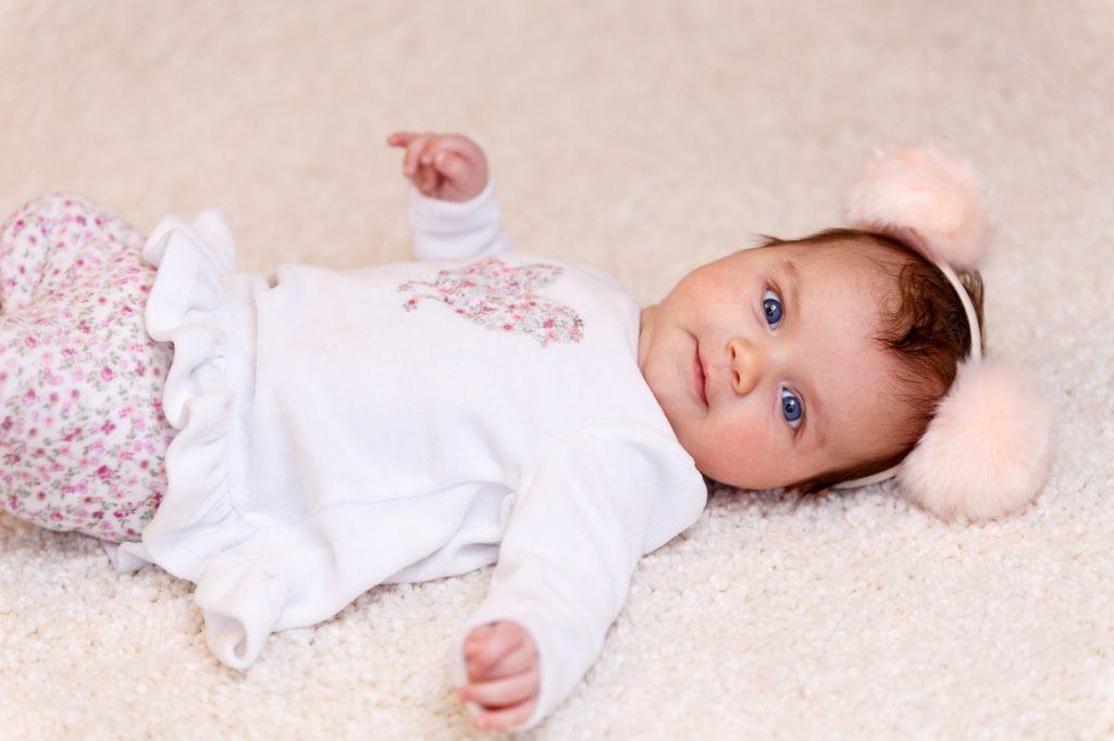 Что подарить родителям новорожденного ребенка