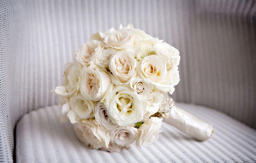 Классический свадебный букет с розами
