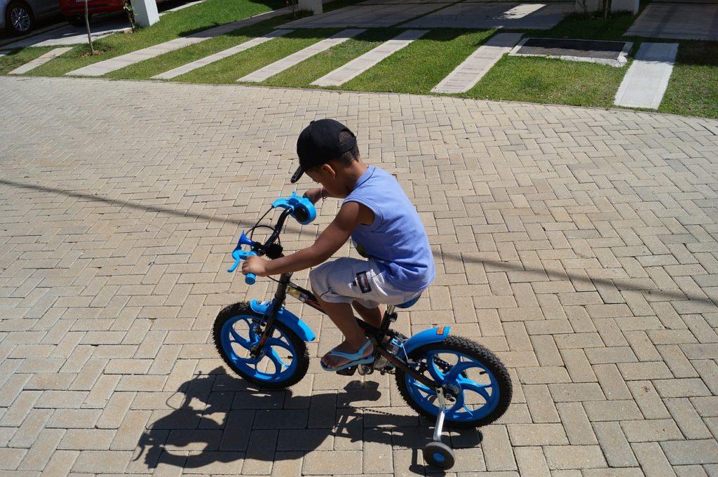 Как лучше научить ребенка ездить на велосипеде от четырех до шести лет