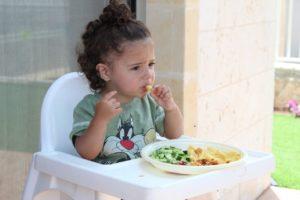 Какой стульчик выбрать для кормления ребенка