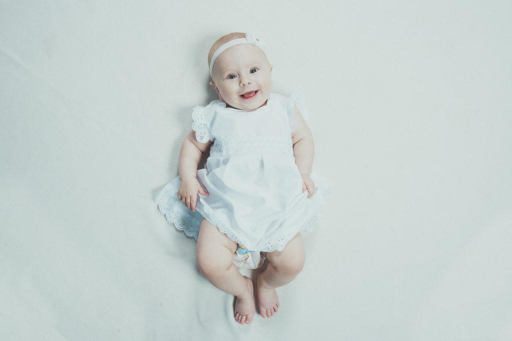 Девочка родилась в феврале, как назвать по гороскопу