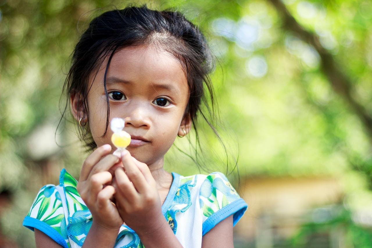 Левша или правша: как определить ведущую руку ребенка