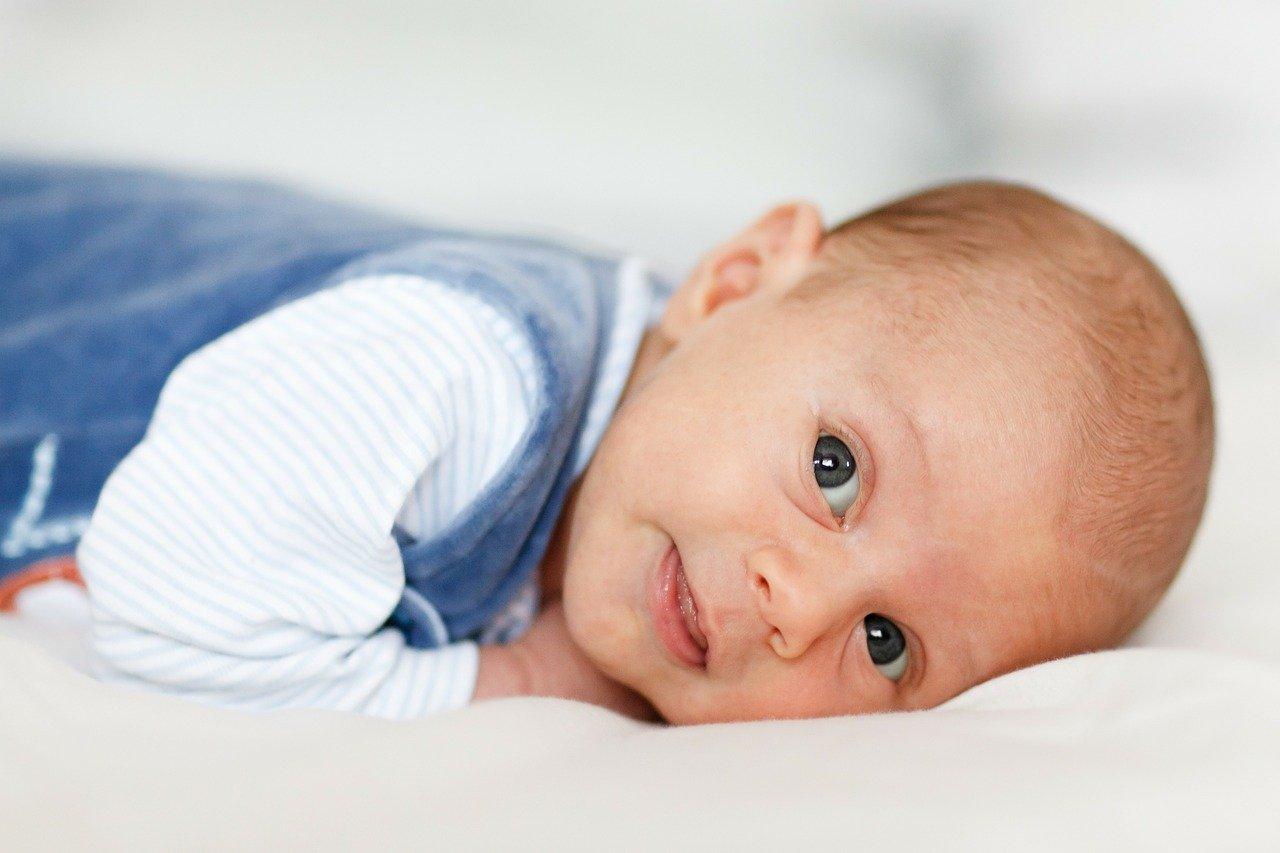 Срыгивание у новорожденных после кормления причины