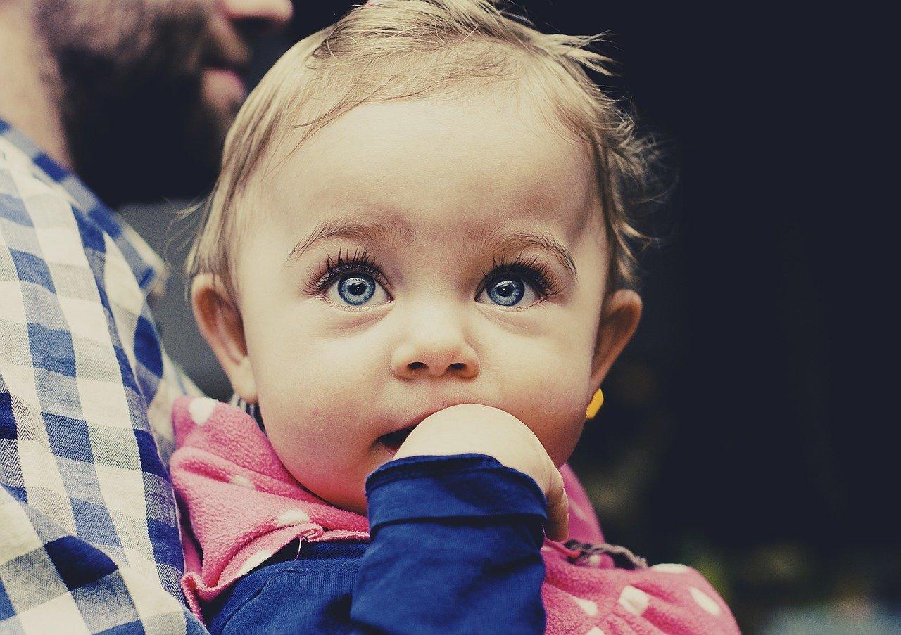 Что делает ребенок в год и 2 месяца