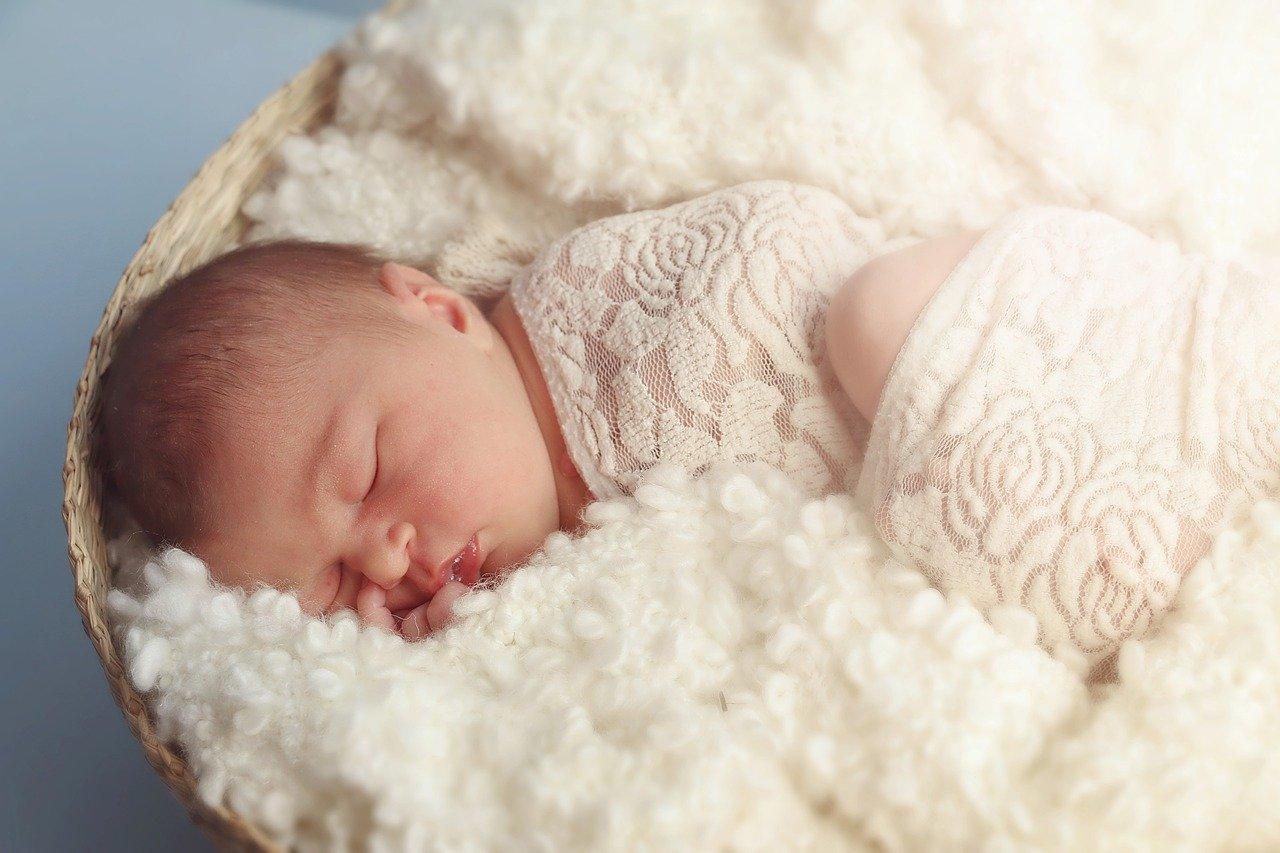 Как правильно мыть новорожденную девочку