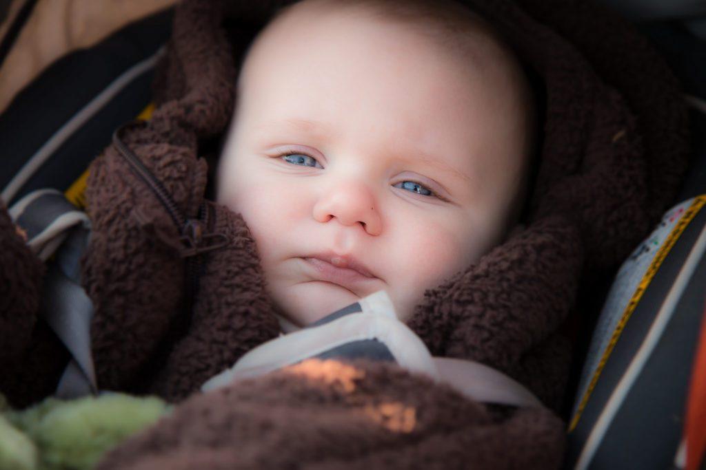 Как проявляются колики у новорожденных