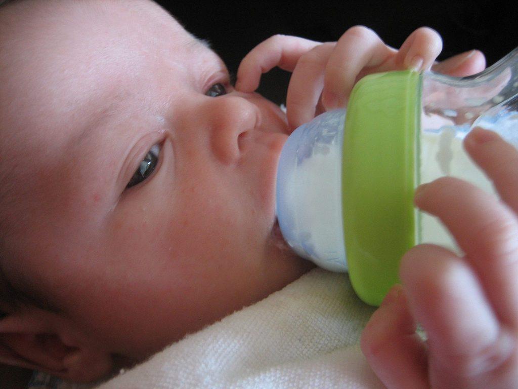 Сколько новорожденный должен съедать за одно кормление в месяц
