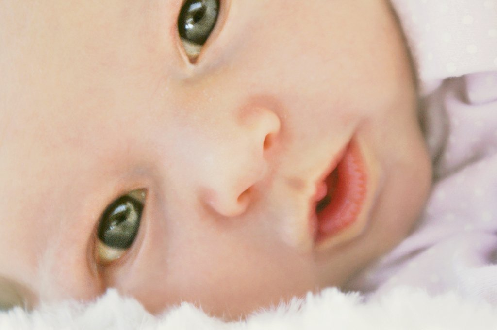 Можно ли новорожденному смотреть на лампочку