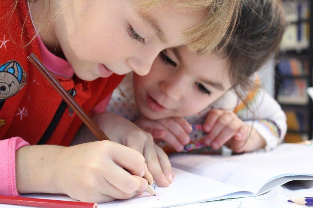 Как правильно делать уроки без стресса для ребенка