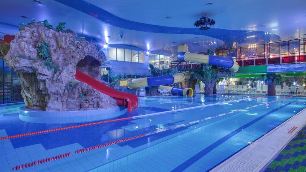 Что интересного для молодежи из достопримечательностей: аквазона фитнес-центра «Кимберли Лэнд»