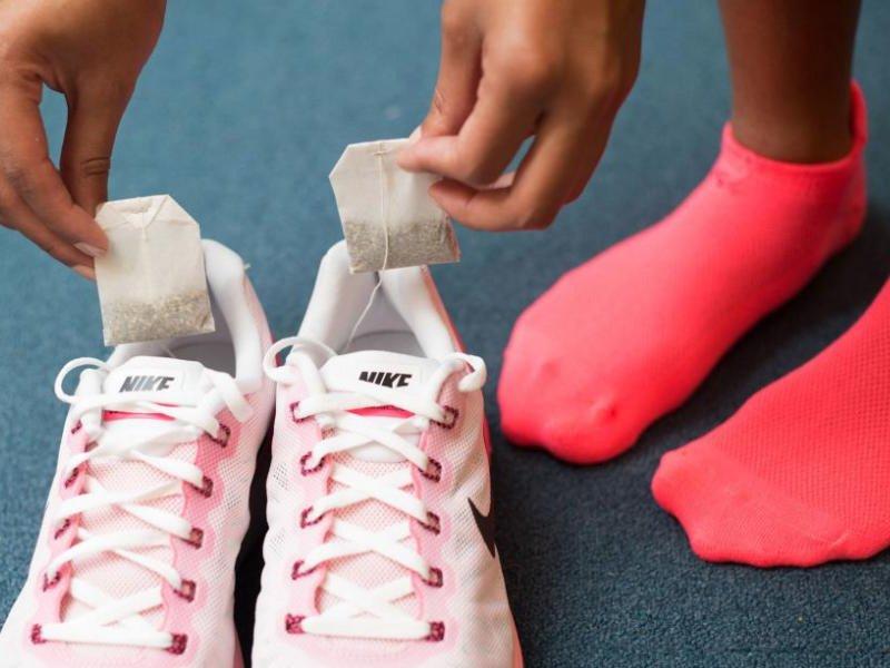 Как избавиться от запаха в обуви за ночь чайные пакетики