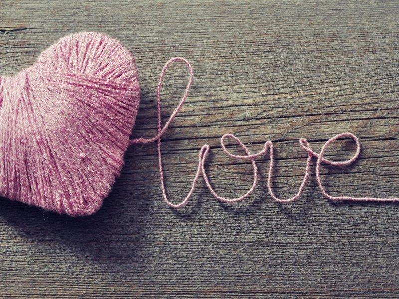 Идеи подарков на день святого Валентина: картина из ниток