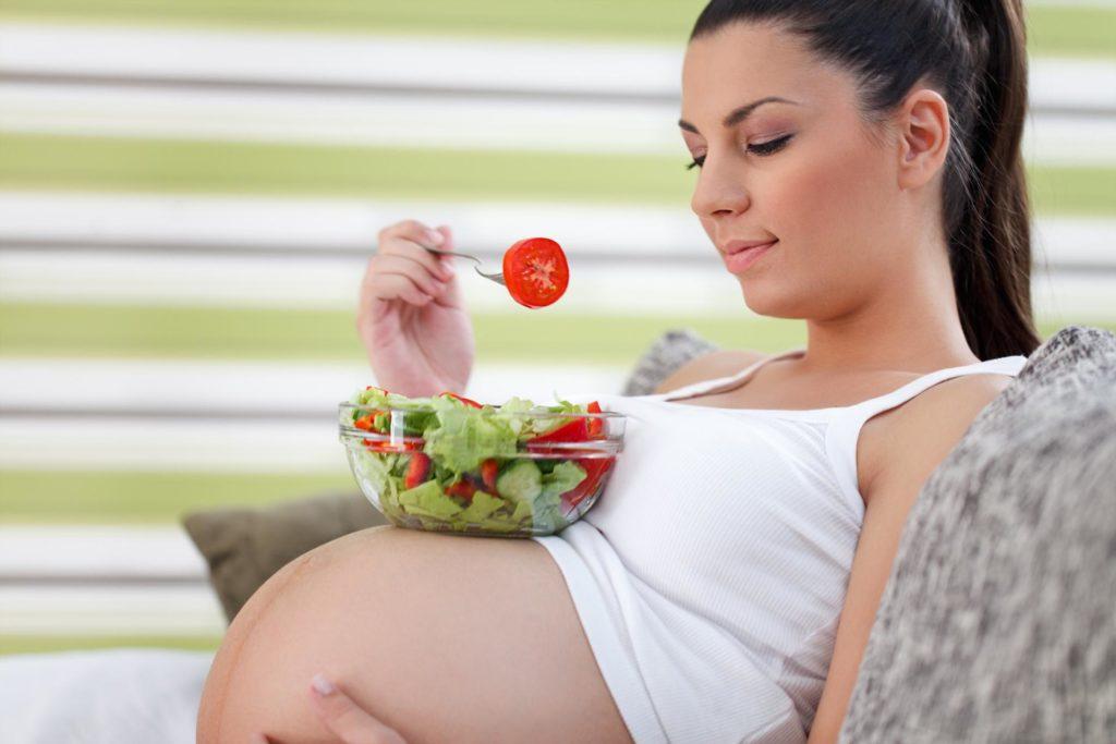 Почему тошнит по утрам при беременности