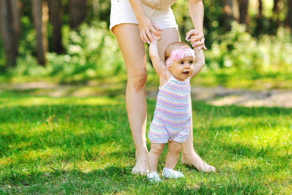 Что должна уметь девочка в 1 год и 4 месяца