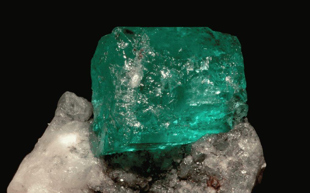 Как выглядит топаз: описание и фото зеленый
