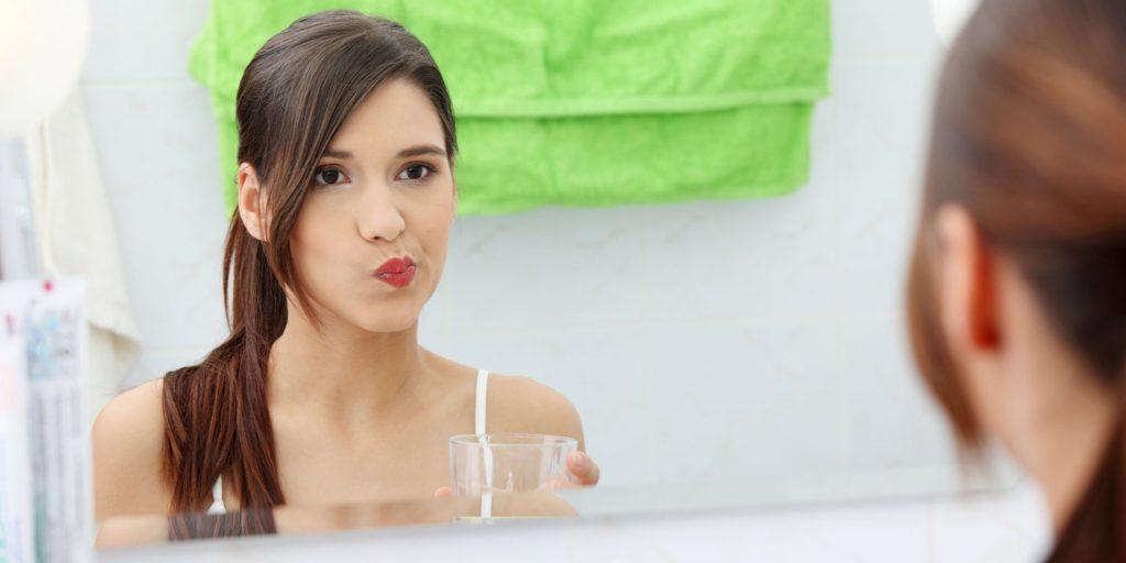 Как отбелить зубы в домашних условиях перекисью