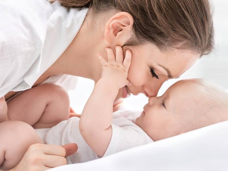 Колики у новорожденного, что делать: доктор Комаровский видео
