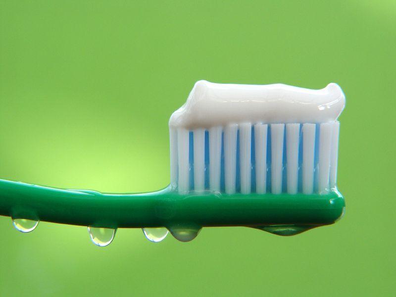 Как чистить зубы, чтобы они были белыми