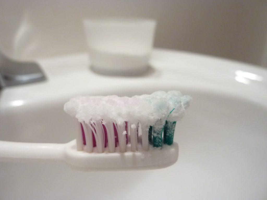 Как чистить зубы порошком зубным
