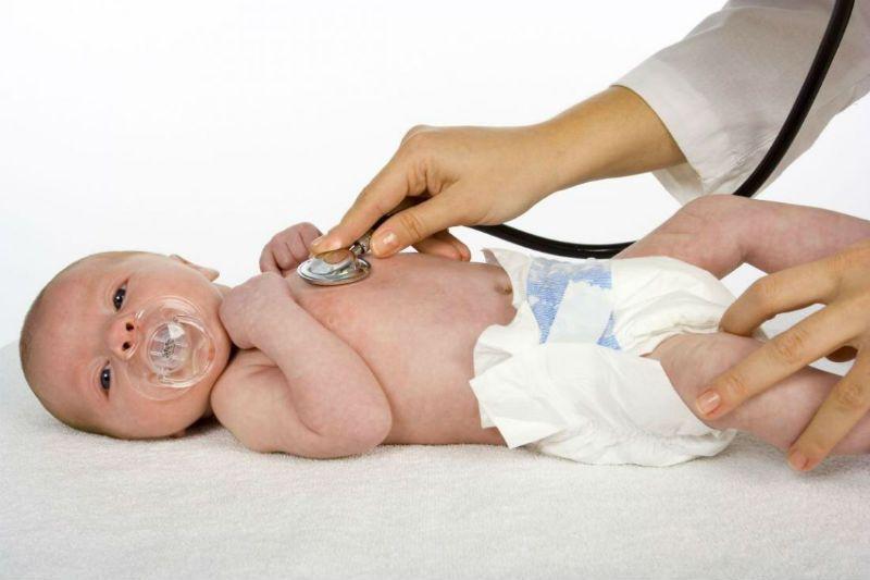 В чем необходимость проходить врачей малышу