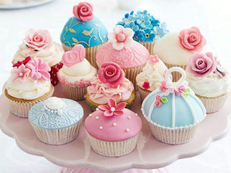 Поздравить с днем рождения женщину красиво и коротко