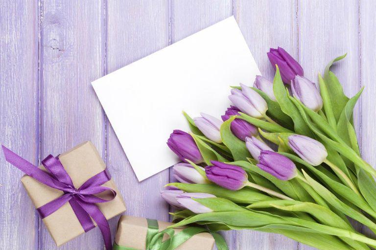 Как поздравить с днем рождения женщину в стихах очень красиво