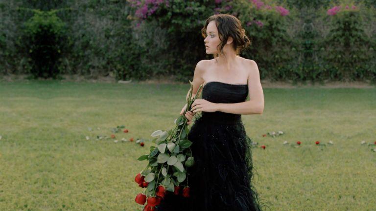 Если снится, что вы примеряете на себя свадебное платье