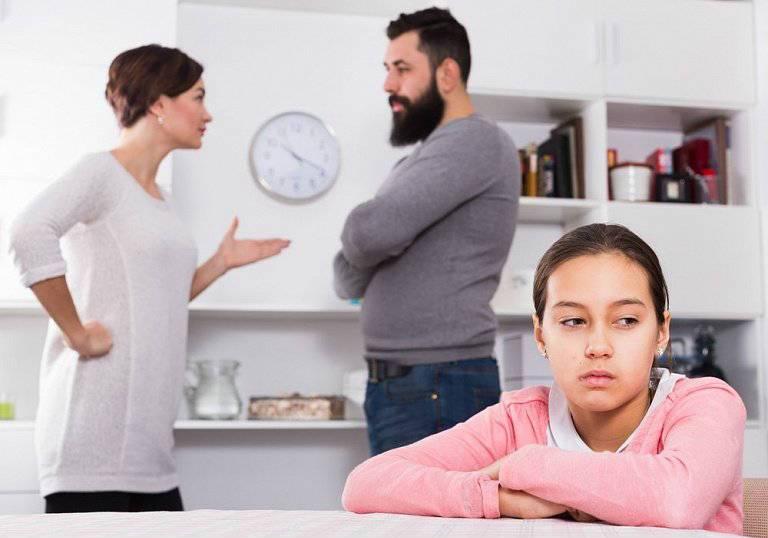 Ссора родителей при ребенке, что делать и как себя вести